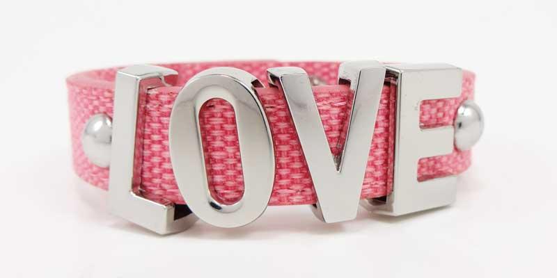Bratara BCBGeneration Affirmation bracelet LOVE roz