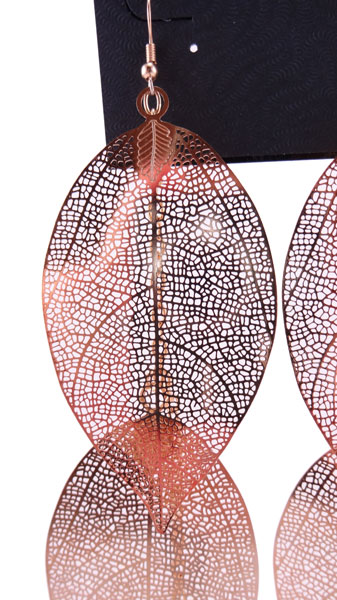 Cercei Charles Klein aurii in forma de frunza -detaliu