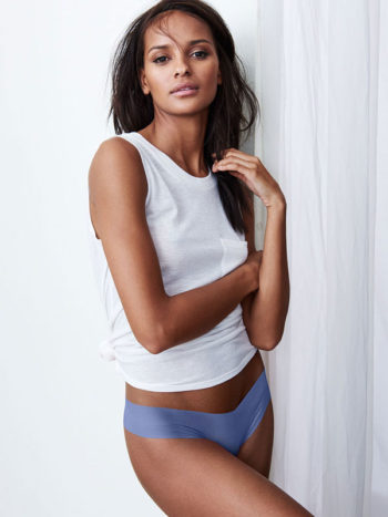 Chiloti dama Victoria's Secret Raw Cut Thong Panty cornflower blue - model